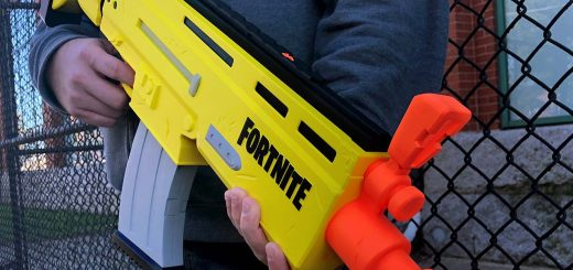 fortnite nerf blaster 520x245 - Фортнайт подписали многолетний контракт с Hasbro