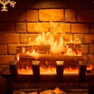 Камин в домике Зимнего фестиваля